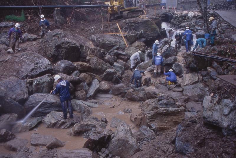 伝統工法の応用-自然の力を利用して野石を組む