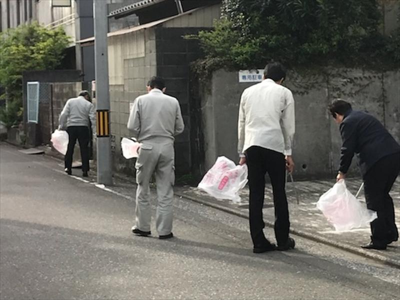 社屋周辺での清掃活動